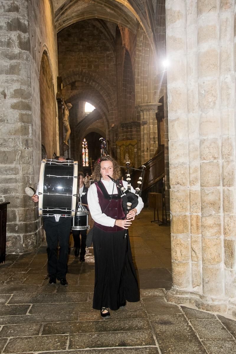 DSC_4082 18 aout 2019. Le Bagad Boulvriag à la basilique de Guingamp pour la messe de la Saint-Loup.