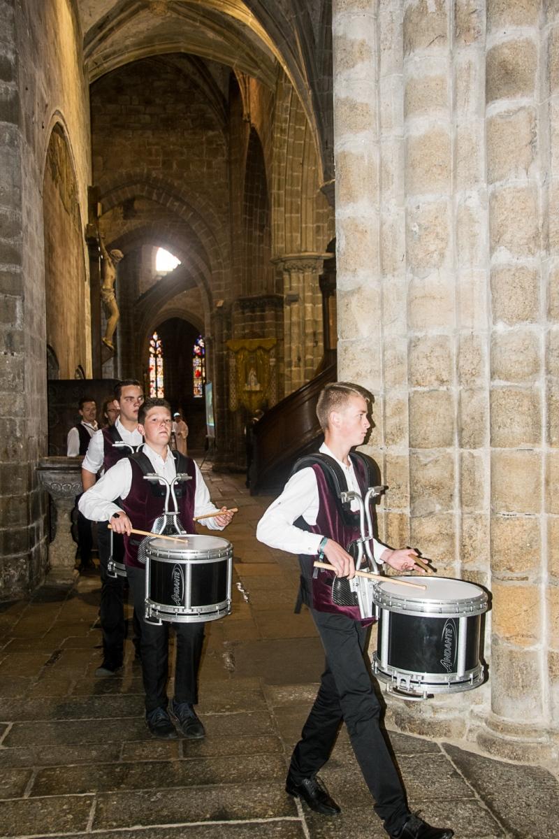DSC_4083 18 aout 2019. Le Bagad Boulvriag à la basilique de Guingamp pour la messe de la Saint-Loup.