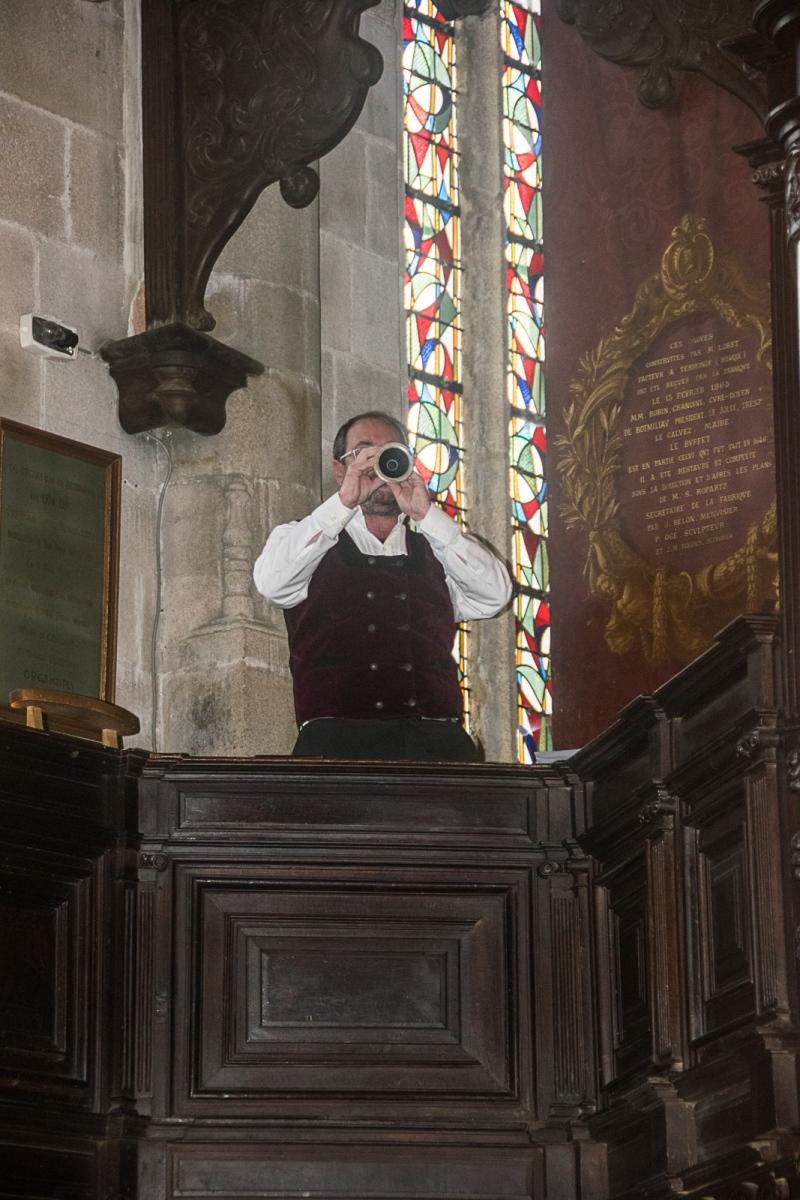 DSC_4092 18 aout 2019. Le Bagad Boulvriag à la basilique de Guingamp pour la messe de la Saint-Loup.