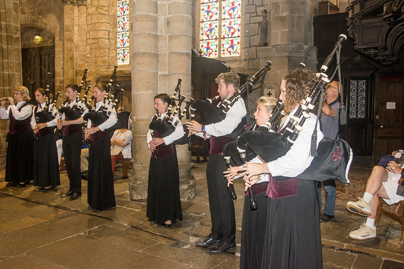 DSC_4101 18 aout 2019. Le Bagad Boulvriag à la basilique de Guingamp pour la messe de la Saint-Loup.