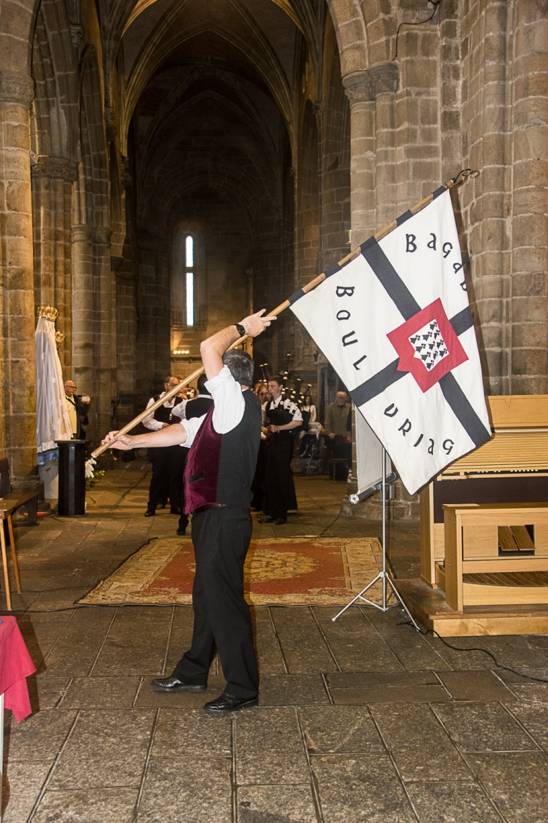 DSC_4111 18 aout 2019. Le Bagad Boulvriag à la basilique de Guingamp pour la messe de la Saint-Loup.