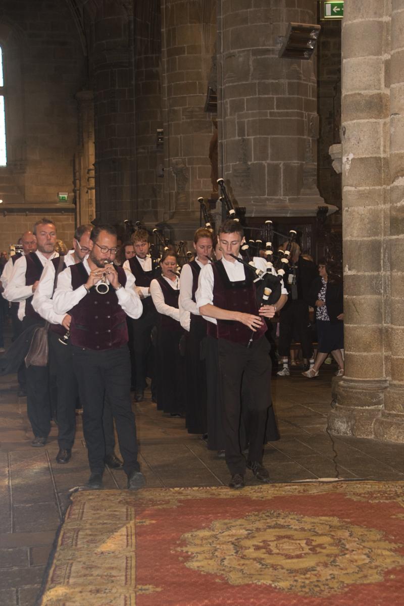 DSC_4112 18 aout 2019. Le Bagad Boulvriag à la basilique de Guingamp pour la messe de la Saint-Loup.