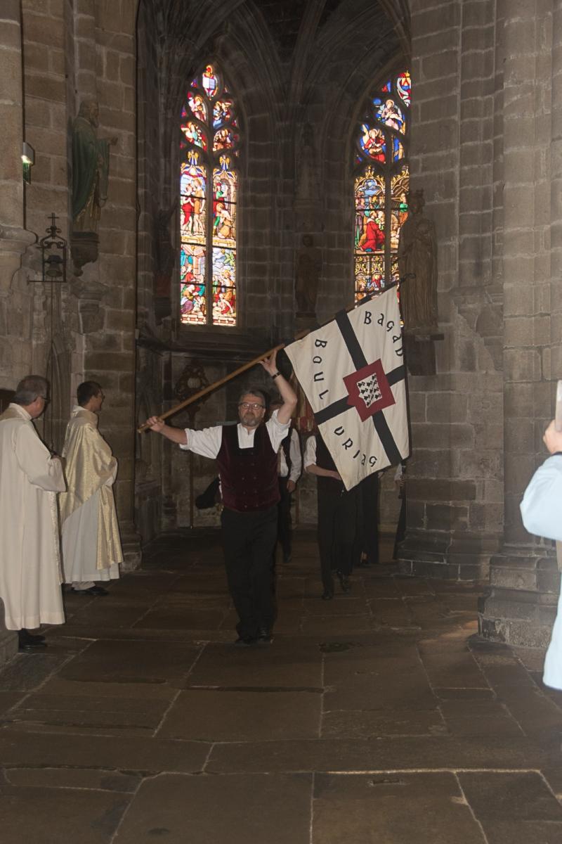DSC_4116 18 aout 2019. Le Bagad Boulvriag à la basilique de Guingamp pour la messe de la Saint-Loup.