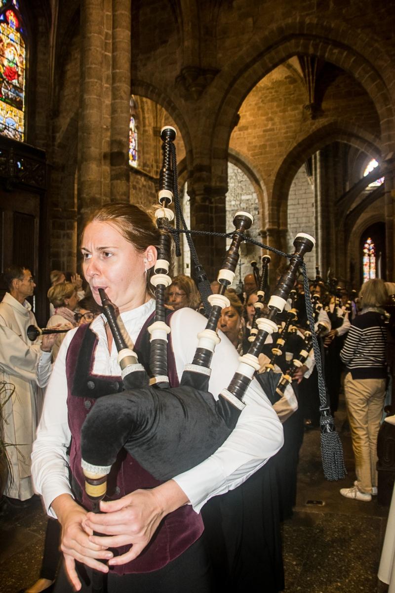 DSC_4122 18 aout 2019. Le Bagad Boulvriag à la basilique de Guingamp pour la messe de la Saint-Loup.