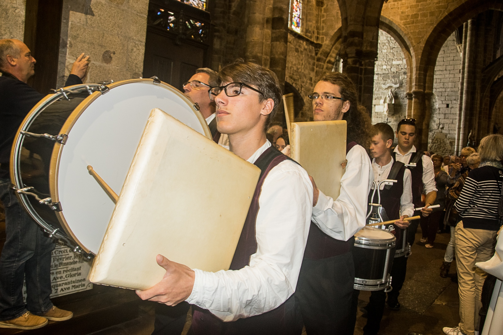 DSC_4125 18 aout 2019. Le Bagad Boulvriag à la basilique de Guingamp pour la messe de la Saint-Loup.