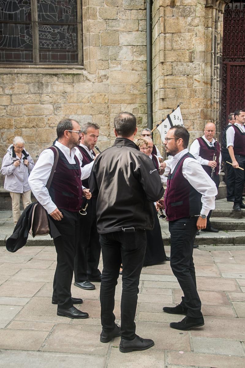 DSC_4140 18 aout 2019. Le Bagad Boulvriag à la basilique de Guingamp pour la messe de la Saint-Loup.
