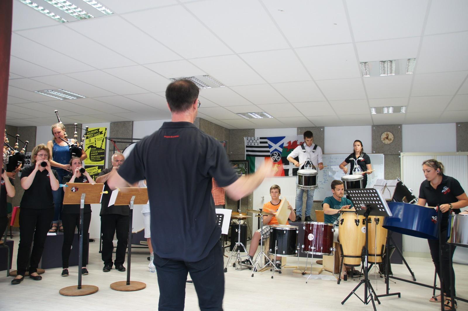 Le bagad Boulvriag au pardon de Wourc'h 2019 – Répétition du bagad avant le fest-noz